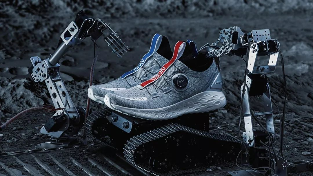 """虫洞""跑鞋测评—安踏ANTA 携手 NASA联袂出击"