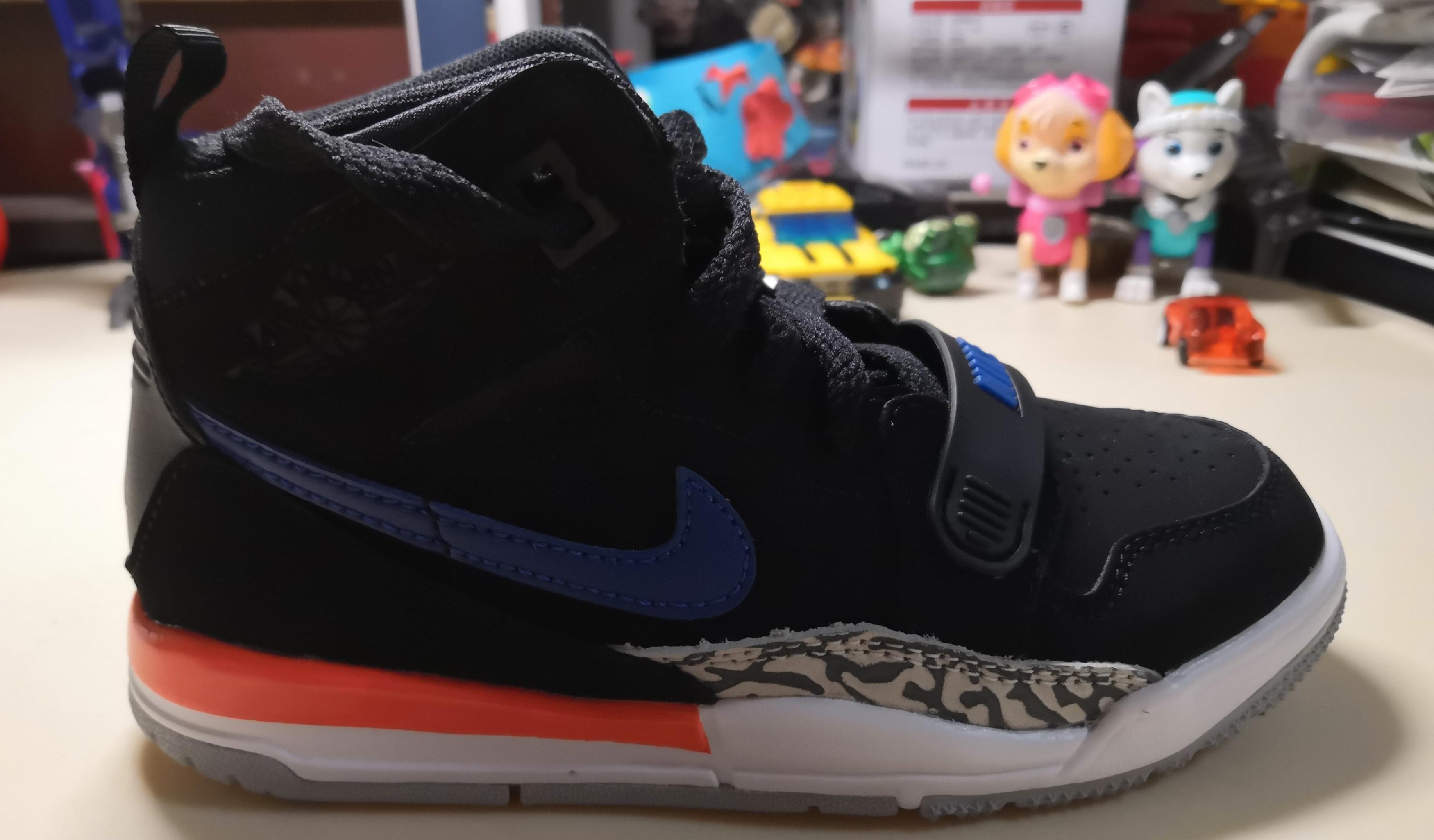 我家小蜈蚣星人 篇十:来自大洋彼岸的air jordan男童篮球鞋