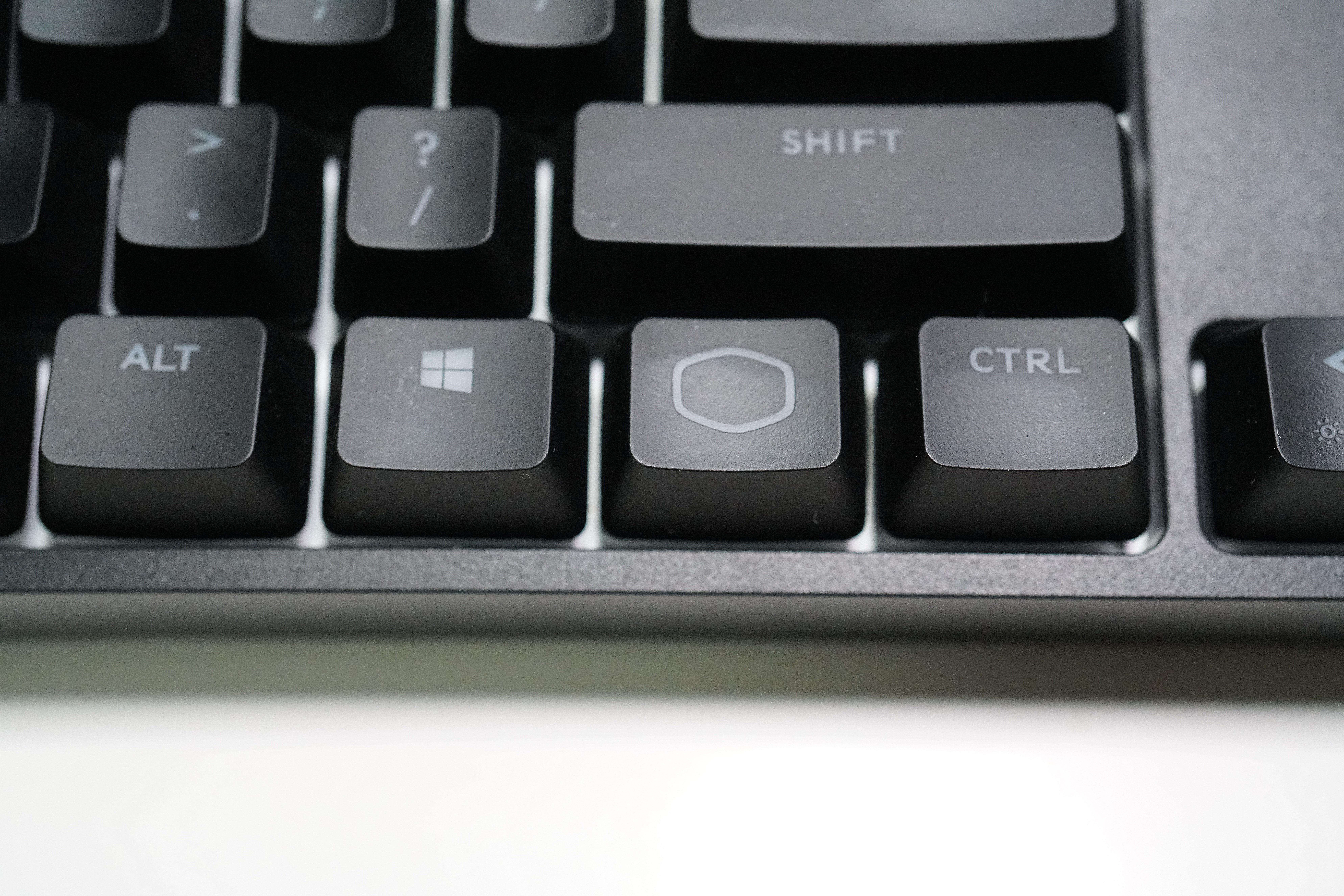 设计简约以实用为主——酷冷至尊CK320烈焰枪旗舰108 V2机械键盘